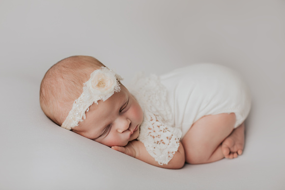 This little lady is a perfect example of why you should follow the newborn prep session guide she was so peaceful and sleepy and wonderful